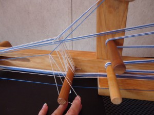 Use of a double heddle - heddle goes around yarn